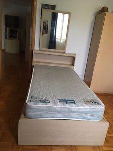 Bedroom set+mattress/Chambres à coucher réglée avec matelas