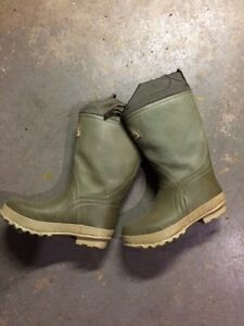 Size 9 Action Canada Prairie Boots