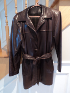 ** WOMEN'S BROWN LEATHER JACKET **