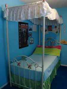 girl's princess canopy bed