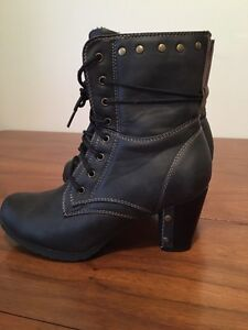 Woman's leather boots