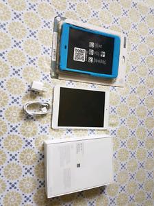 I Pad mini 16GB neuf avec étui