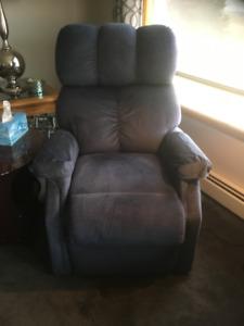 Lift assist recliner chair