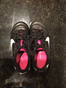 Girls NIKE soccer cleats size 11 & guards