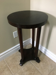 For Sale: Antique Solid Mahogany Round Table