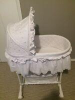 Unisex white grace bassinet