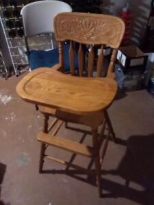 Hand-carved high chair / Chaise haute en bois faite à la main