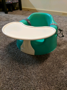 Bumbo with safety belt and tray