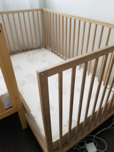 Ikea sniglar crib and (with mattress included)
