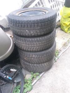 350$ pour 4 pneu d'hiver TOYO en bon etat! 245/ 65 R17