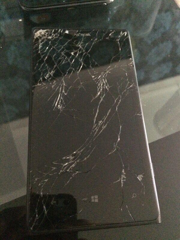 Разбито стекло nokia lumia 1020
