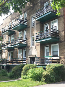 4 1/2 with parking, University de Montreal, HEC available now