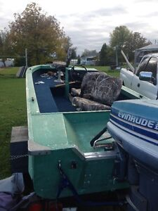 chaloupe 14 pied moteur 50 hp