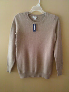 Old Navy women's beige cable knit sweater Small New with tags