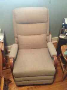 VIntage Beige La-Z-Boy recliner chair $100 or best offer Kingston Kingston Area image 1