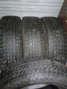 Set de 04 pneus Hiver 215 70R16 firestone en super condition