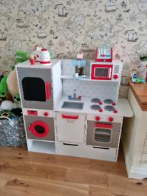 GLTC wooden kitchen & accessories