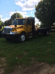 2006 international 4400 with flatbed
