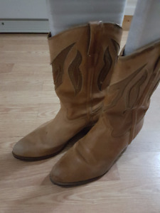 MEN'S COWBOY BOOTS/LEATHER/TAN COLOUR WITH 1 INCH HEEL