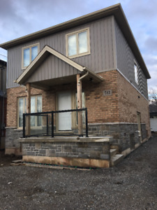 BEAUTIFUL 1 BEDROOM WITH ENSUITE AVAILABLE JUNE 1ST