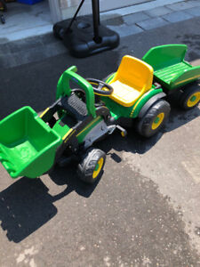 Kid's John Deer Pedal Tractor with Trailer