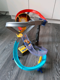 Hotwheels Drop Force motorised track