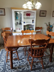 Solid Maple Dining Room Table & 4 Chairs