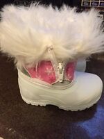 Baby girl boots-size 3 BRAND NEW