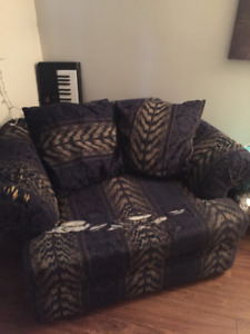 LARGE COMFY CHAIR - PICKUP ONLY