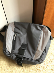 Running Room Messenger Bag - Waterproof