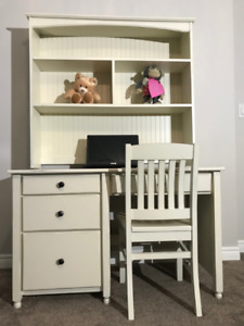 Computer Desk with matching Hutch and Chair
