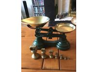 Lovely set of vintage style scales and weights in green weights range from 1lb 1/4 oz