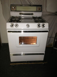 Stove.    Phone only 514-234-0671