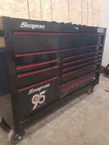 Snap on bottom tool chest