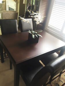 Dining Room Table (extendable)  - including  4 chairs