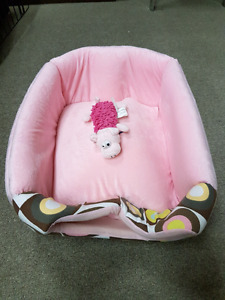 Brand new pink pet bed with toy