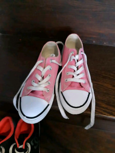 Girls Pink Airwalk shoes size 1.5 Like new