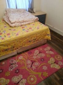Available now !!! One double room to rent in East Ham station with all bills included