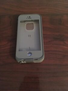 Slightly Damaged Life Proof Case Iphone 5 5S SE (Please Read)