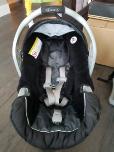 Graco Snugride 30 & 35 Click Connect with 2 bases