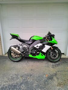 BUYING  GOOD OR DAMAGED SPORT BIKES CBR ZX RG500 GSXR RZ500 R6 Windsor Region Ontario image 1