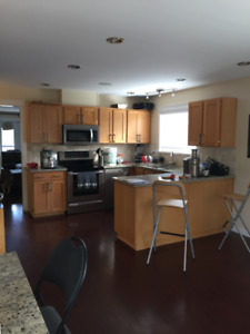 Spacious 3 Bedroom - Upper House (Maple Ridge)