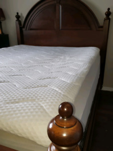 Solid wood quality Queen bed set for sale or TRADE  for king