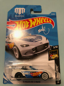 HOT WHEELS '15 MAZDA MX-4 MIATA BN022 WHITE DIE CAST 1/64