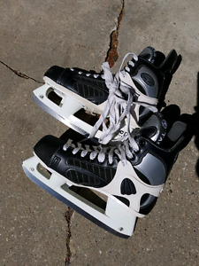 Great deal in Mens Hockey Skated size 10