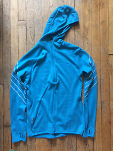 Women's zip snowboard sweater for sale. Excellent quality.