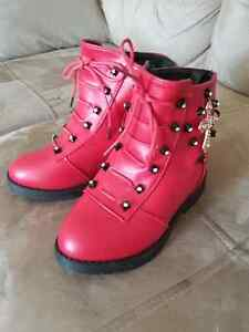 Winter boots. Brand new!!!