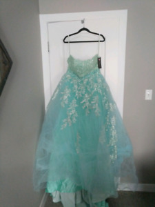 Formal gown NEW