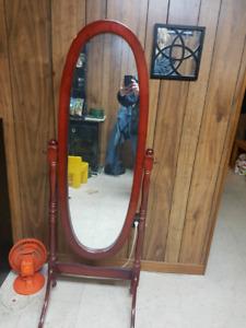 Stand mirror