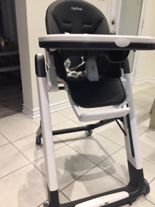 Peg Perego Siesta High Chair in Black/White